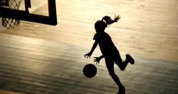 joueuse de basket © Gregory Wait